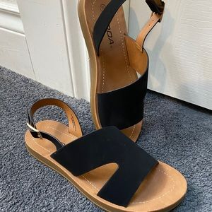Soda Benefit sandals, black 7.5